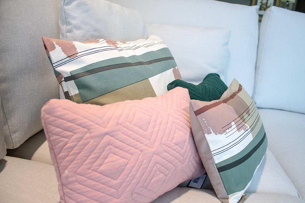 Cojines de dise o tienda de muebles en vitoria gasteiz lava alcon mobiliario - Muebles en vitoria gasteiz ...