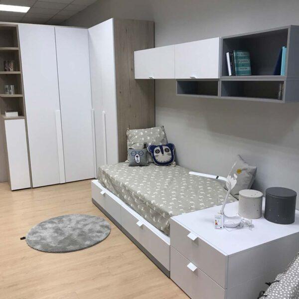 Dormitorio juvenil lacado en blanco en Vitoria Gasteiz