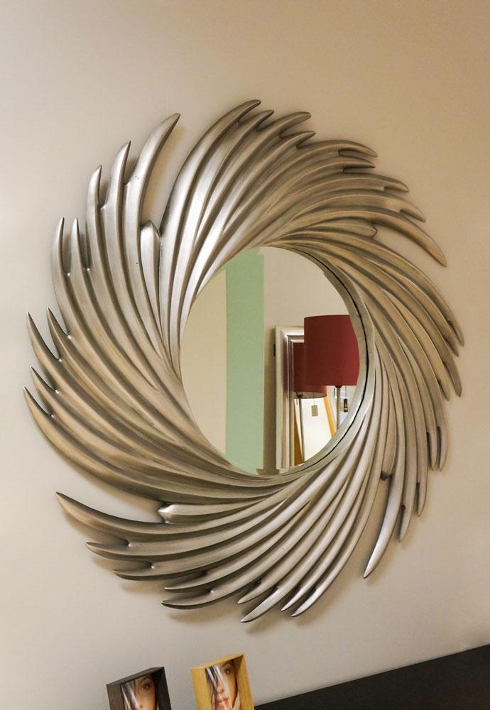 Espejo en espiral con acabado en gris metalizado. Espejos en Vitoria-Gasteiz en Alcon Mobiliario.