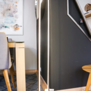Lámpara de pie led de corte minimalista. Iluminación del hogar en Alcon Mobiliario.