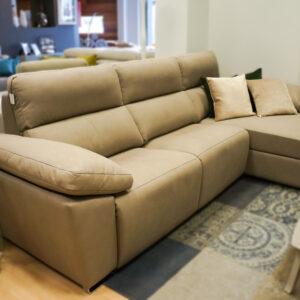 Sofá chaiselongue beige para salón en Alcon Mobiliario