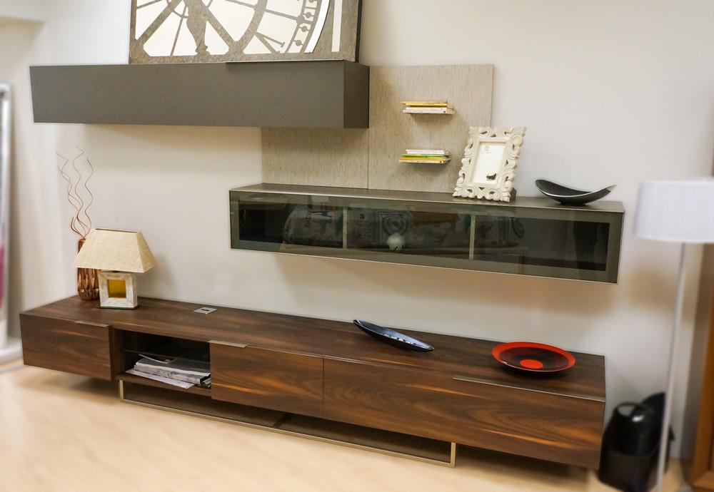 Mueble de salón modular en madera natural y lacado gris antracita. Muebles de salón en Alcon Mobiliario.