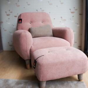 Sillón infantil con reposapies de color rosa. Muebles infantiles en Vitoria-Gasteiz. AlconMobiliario.