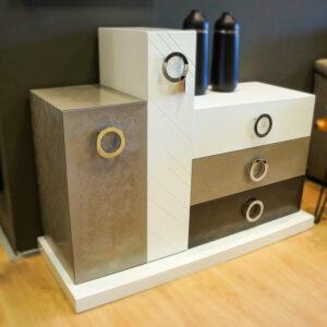 Mueble de entrada de diseño a tres colores. Muebles de diseño en Vitoria-Gasteiz. Alcon Mobiliario.